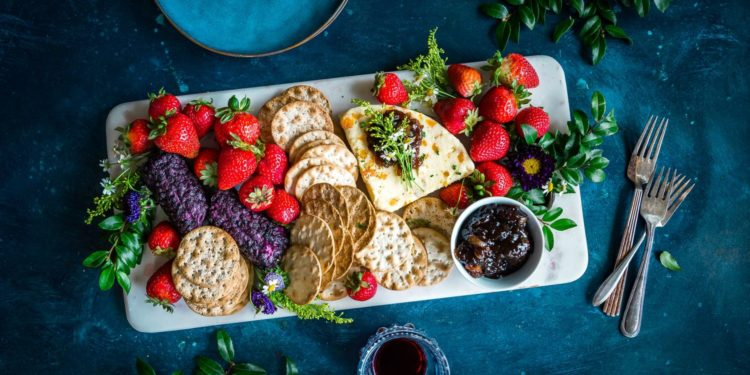 10 Healthy Snacks for the NYgal On the Go