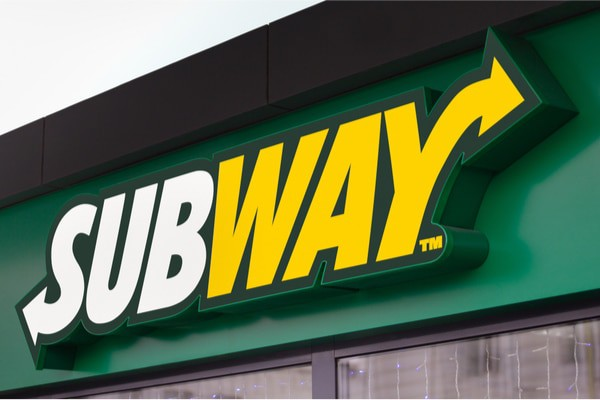 The arrow symbolism in Subway's logo indicates customers moving quickly in line.