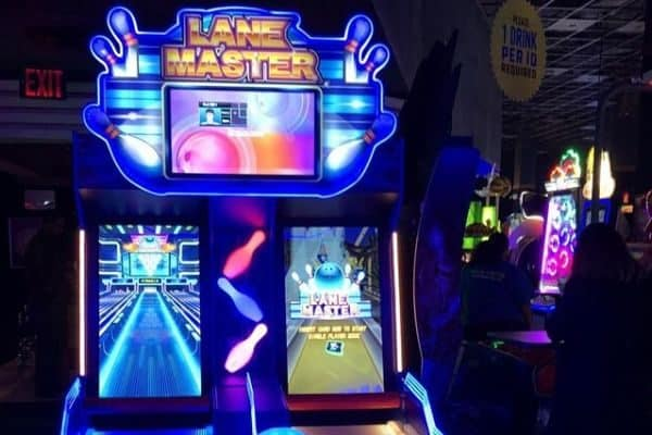 dave and buster's bowling lanes video arcade game