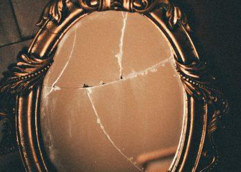 the oculus movie broken glass