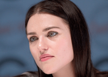 https://commons.wikimedia.org/wiki/File:Katie_McGrath_20100701_Japan_Expo_2.jpg