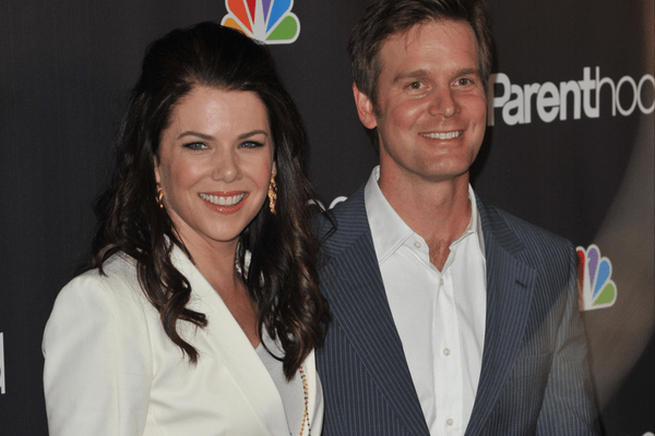Peter Krause and Lauren Graham from close friends to lovebirds