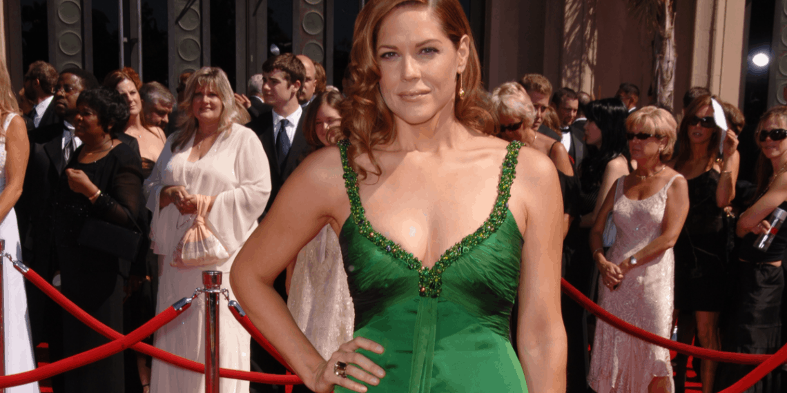How Mary McCormack manages to do both comedy and drama?