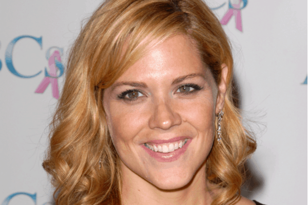 How Mary McCormack engages with her audience?